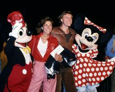 In the Karen Carpenter was one of the definitive voices. Along with her brother Richard, The Carpenters rose to the top before crumbling down. Richard Carpenter, Karen Carpenter, Karen Richards, Las Vegas Shows, Gone Girl, Angels In Heaven, Mickey Minnie Mouse, Top Of The World, Her Brother