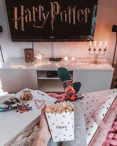 Check out the site to know moree😉❤️ Fun Sleepover Ideas, Cute Date Ideas, Cosy Night In, Anniversaire Harry Potter, Cozy Aesthetic, Christmas Mood, Christmas Aesthetic, Fall Halloween, Girls Night