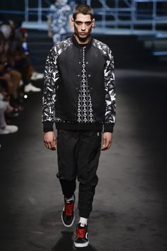 See the complete Marcelo Burlon County of Milan Spring 2018 Menswear collection.