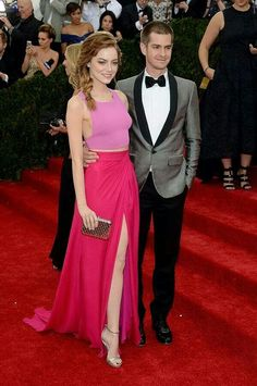 Beautiful couple Emma Stone y Andrew Garfield....love that skirt!