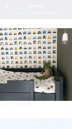 kinderkamer binnenkijken - Studio Ditte behang voor een echte stoere jongenskamer.