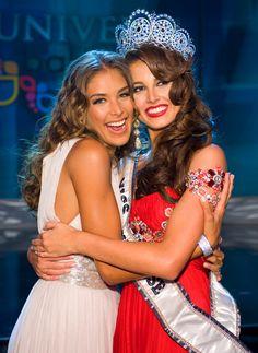 Back to back wins for Venezuela.Miss Universe 2008 Dayana Mendoza congratulates Miss Universe 2009 Stefania Fernandez Dayana Mendoza, Miss Universe 2009, Stefania Fernandez, Miss Internacional, Venezuelan Women, Prince Girl, Miss Mundo, Miss Venezuela, Miss Teen Usa