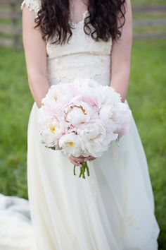 pale pink peony bouquet | Leah Savage #wedding
