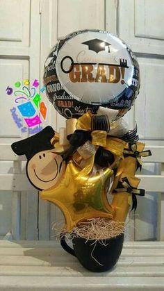 Arreglos para graduación de secundaria Diy Graduation Gifts, Graduation Decorations, Balloon Decorations, Balloon Centerpieces, Balloon Backdrop, Balloon Ideas, Liquor Bouquet, Candy Bouquet, Birthday Candy