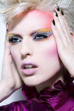 Yellow and Silver Makeup. Looks like Capital makeup Love Makeup, Makeup Art, Beauty Makeup, Makeup Looks, Hair Makeup, Punk Makeup, Gothic Makeup, 80s Makeup Tutorial, Silber Make-up