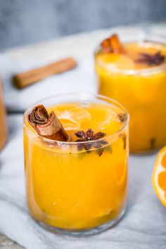 Easy to make from scratch warm autumn mulled mandarin juice spiced with cinnamon, cloves, ginger, peppercorn and star anis! Decadent Chocolate, Chocolate Hazelnut, Delicious Chocolate, Mandarin Juice, Birthday Chocolates, Fall Dinner, Non Alcoholic Drinks, Cocktails, Pumpkin Dessert