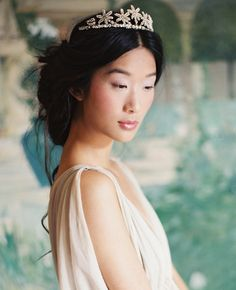 Enchanted Atelier by Liv Hart Bridal Headpieces and Accessoires, gowns: Samuelle Couture, photo: Laura Gordon Bridal Braids, Bridal Headpieces, Loose Hairstyles, Wedding Hairstyles, Tiara Hairstyles, Hair Tiara, Hair Jewels, Star Wedding, Gold Wedding