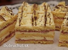 Ananásové rezy - Rezy sú výborné a vhodné hlavne na slávnostné príležitosti. Oreo Cupcakes, Cake Cookies, Czech Desserts, Czech Recipes, Ethnic Recipes, Pecan Pralines, Cake Bars, Desert Recipes, Food Dishes