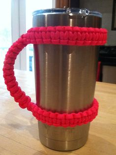 YETI Cup 20 oz Paracord Handle by ParacordTeamProducts on Etsy Paracord Knots, 550 Paracord, Paracord Bracelets, Survival Bracelets, Paracord Projects, Paracord Ideas, Purple Camo, Parachute Cord, Yeti Cup
