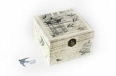 ¡ Bienvenidos y gracias por visitar mi tienda! Esta hermosa caja de madera es ideal para la decoración de su hogar. Agregará un toque encantador