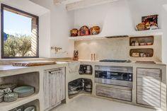 Vicky's Home: Casa rústica de estilo mediterráneo /Rustic Mediterranean style home Rustic Kitchen, Kitchen Dining, Western Kitchen, 1960s House, Sweet Home, Concrete Kitchen, Kitchen Styling, Traditional House, Kitchen Interior