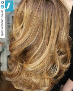 La perfezione delle sfumature Degradé Joelle. #cdj #degradejoelle #tagliopuntearia #degradé #igers #musthave #hair #hairstyle #haircolour #longhair #ootd #hairfashion #madeinitaly workhairstudiovittorio&tiziana #roma #eur