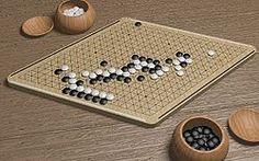 Hex. 1942 von Piet Hein erfunden. 1947 von John Nash entdeckt. Ein abstraktes Spiel für zwei Personen.