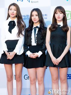 Girl crush right now💕 Pretty Asian, Beautiful Asian Girls, S Girls, Kpop Girls, Girly Girl Outfits, Gfriend Sowon, Girls In Mini Skirts, Japanese Beauty, Red Carpet Looks