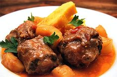 Andalucian Oxtail with Saffron, Carrots and Red Bell Pepper in Tomato Stew (flourless, pork-free, use unsweetener grape juice+verjuice in place of wine, levae out the suet) Oxtail Recipes, Beef Recipes, South African Recipes, Ethnic Recipes, Oxtail Soup, Pork Soup, Brazilian Dishes, Mulligatawny, Caribbean Recipes