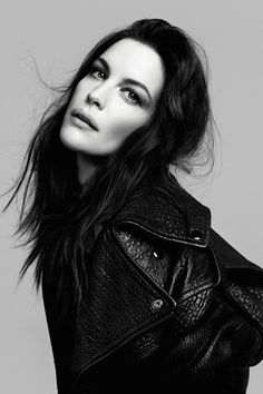 Liv Tyler *How awesome it must be to have Steven Tyler as your dad!* Steven Tyler, Liv Tyler, Bebe Buell, Pretty People, Beautiful People, Most Beautiful, Celebrity Portraits, Celebrity Photos, Sarah Michelle Gellar