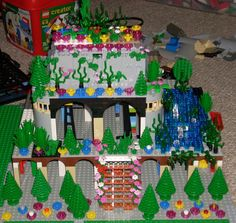 Hanging Gardens of Babylon made of Legos (no post to go with it, just picture)