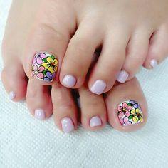 Pretty Toe Nails, Wow Nails, Pedicure Nail Art, Manicure, Flower Pedicure Designs, Feet Nail Design, Cute Pedicures, Summer Toe Nails, Feet Nails