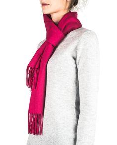 Kaschmir Schal lipstick rot front Fashion, Cashmere, Scarves, Red, Moda, Fashion Styles, Fasion