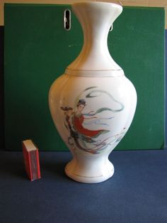 Chinnese pottery Vase Trade Mark Hong Mei Liaoning China