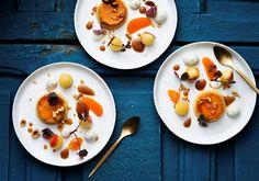 Crème caramel med hasselnötter och flamberade äpplen - Recept | Arla Creme Caramel, Panna Cotta, Breakfast, Ethnic Recipes, Desserts, Food, Morning Coffee, Tailgate Desserts, Creme Brulee