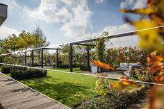 Bij Marc de Graaf tuinen creëren we inspirerende tuinen waarin rust en eenvoud centraal staan. Een impressie van tuinen waar we trots op zijn.