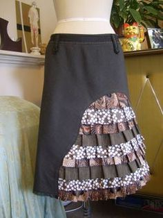 Peacock skirt front - I don't know why I like this...