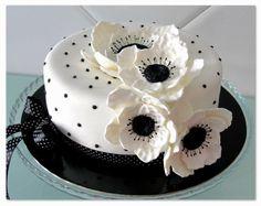Black and White Anemona Flower Cake - Cake by CakeCakeCake