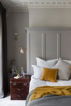 Trendy Bedroom Modern Chic Interior Design Home Decor 30 Ideas Yellow Gray Bedroom, Bedroom Colors, Grey Yellow, Mustard And Grey Bedroom, Mustard Yellow, Yellow Accents, Yellow Walls, Trendy Bedroom, Modern Bedroom