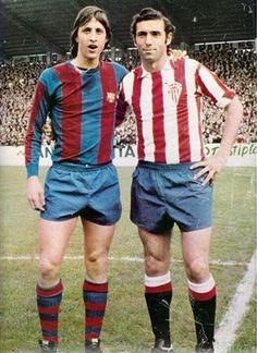 Cruyff, i Quini defensant la samarreta de l'Sporting de Gijón