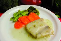 Peixe ao molho de limão siciliano com legumes
