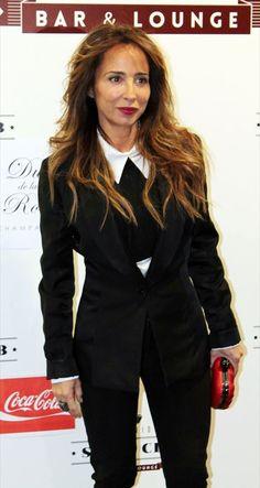 Maria Patiño enla prensentación del corto La Cara del Diablo vistiendo chaqueta y camisa de LeSmoking, un clásico de la marca