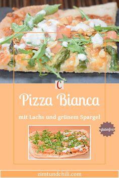 PIZZA BIANCA MIT LACHS UND GRÜNEM SPARGELDiese Pizza Bianca ist glutenfrei und anstatt Tomatensauce bekommt sie eine weiße Sauce. Ich verwende hierfür mein Rezept für veganen Schmand, den du ganz einfach selber machen kannst. Nach dem du den Pizzateig ausgerollt und belegt hast kommt er aufs Blech und ab in den Ofen. Als Belag kommen grüner Spargel und Lachs auf die Pizza. #PizzaRezept #PizzaBelagIdeen #Pizzaselbermachen #PizzavomBlech #glutenfreieRezepte #PizzaBianca Pizza Bianca, Pasta Salad, Potato Salad, Chili, Potatoes, Ethnic Recipes, Food, Proper Tasty, Budget Cooking