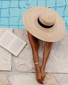 Pool and book My Beauty, Beauty Room, Weekend Vibes, Summer Vibes, Insta Photo Ideas, Diy Photo, Perfume, Hot Days, Panama Hat