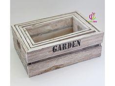 Dřevěné zahradní bedýnky v přírodním provedení s nápisem Garden. Rozměry největší bedýnky: 28x19,7x10,5cm. Set 4ks.