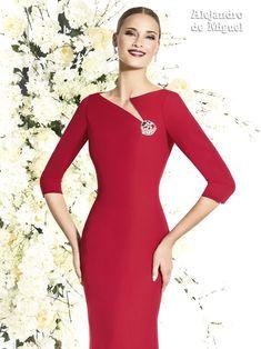 Alejandro de Miguel | Vestido Largo – mod. 813 Classy Outfits, Chic Outfits, Dress Outfits, Fashion Outfits, Elegant Dresses, Beautiful Dresses, Casual Dresses, Short Dresses, Neck Designs For Suits