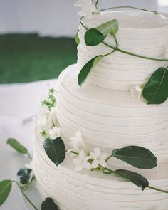 Get inspired to use real blooms on your wedding cake by this collection of some of our favorite floral wedding cakes featuring fresh flowers, including garden roses, calla lilies, orchids, peonies, and more.
