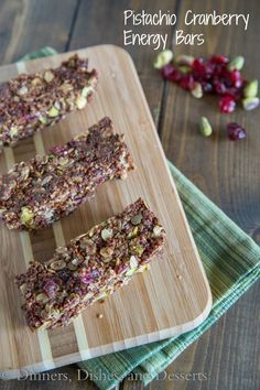 Pistachio Cranberry Energy Bars----could substitute dried apricots or dried peaches for those who don't care for dried cranberries. This sounds really good! Sin Gluten, Cranberry Bars, Snack Recipes, Cooking Recipes, Drink Recipes, Clean Eating Recipes, Eating Healthy, Healthy Living, Paleo