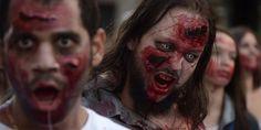 """Des participants à la """"Zombie Walk"""" de Strasbourg le 19 septembre 2015."""