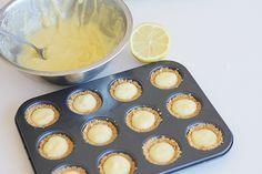 Mini lemon meringues recipe Lemon Meringue Recipe, Meringues Recipe, Little Bites, Macaroons, Pastries, Tarts, Yum Yum, Delicious Desserts, Sweet Tooth