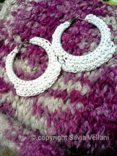 Marea di Leuko: Orecchini all'uncinetto su creola con spago  Crochet earrings made by cord on circle earrings