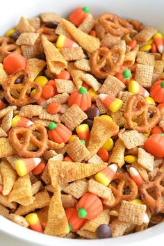Add salted peanuts This Halloween harvest hash Chex mix is the PERFECT combination of sweet and salty. It tastes soooo good! It would be awesome for a Halloween party or even Thanksgiving! Trail Mix Recipes, Snack Mix Recipes, Yummy Snacks, Fall Recipes, Holiday Recipes, Dog Food Recipes, Cooking Recipes, Snack Mixes, Easy Cooking