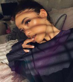"""Polubienia: 13.7 tys., komentarze: 232 – Thalia Crawford (@thaliabree) na Instagramie: """"glow brought to you by @kyliecosmetics ✨"""""""