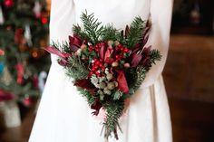'A Christmas wedding' | La Boda Del año por Sara Rivera Christmas Flowers, Christmas Wedding, Christmas Wreaths, Xmas, Christmas Tree, Winter Bouquet, Just Married, Event Planning, Wedding Events