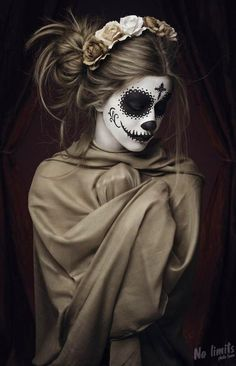 Sugar cranium make-up halloween -You can find Sugar skull costume and more on our website.Sugar cranium make-up halloween - Halloween Look, Cute Halloween Makeup, Trendy Halloween, Vintage Halloween, Halloween Costumes, Sugar Skull Makeup, Sugar Skull Art, Sugar Skulls, Sugar Skull Costume