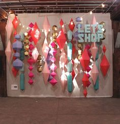 38 Ideas Wedding Backdrop Diy Window For 2019 Diy Wedding Backdrop, Diy Backdrop, Paper Backdrop, Party Kulissen, Holiday Market, Christmas Decorations, Holiday Decor, Streamer Decorations, Backdrops For Parties