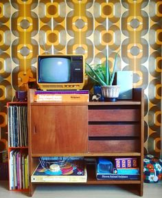 Fabulous retro home decor design, a must study pin reference 6458087099 for that fantastic room. Retro Room, Vintage Room, Interior Design Themes, 70s Home Decor, Aesthetic Room Decor, Shabby Chic Homes, Dream Decor, Decoration, 70s Bedroom