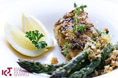 Lime and thyme oven- baked chicken Lemon Thyme Chicken, Lime Chicken, Small Chicken, Oven Baked Chicken, Salmon Burgers, Yummy Food, Delicious Recipes, Dinner Recipes, Stuffed Peppers