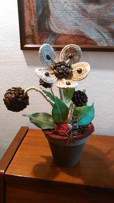 piantina con fiori in cordoncino e chicchi di caffè