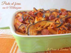 La Pasta al forno con le melanzane vi conquisterà al primo boccone, si prepara in anticipo e vi accompagna anche nelle vostre scampagnate fuori porta